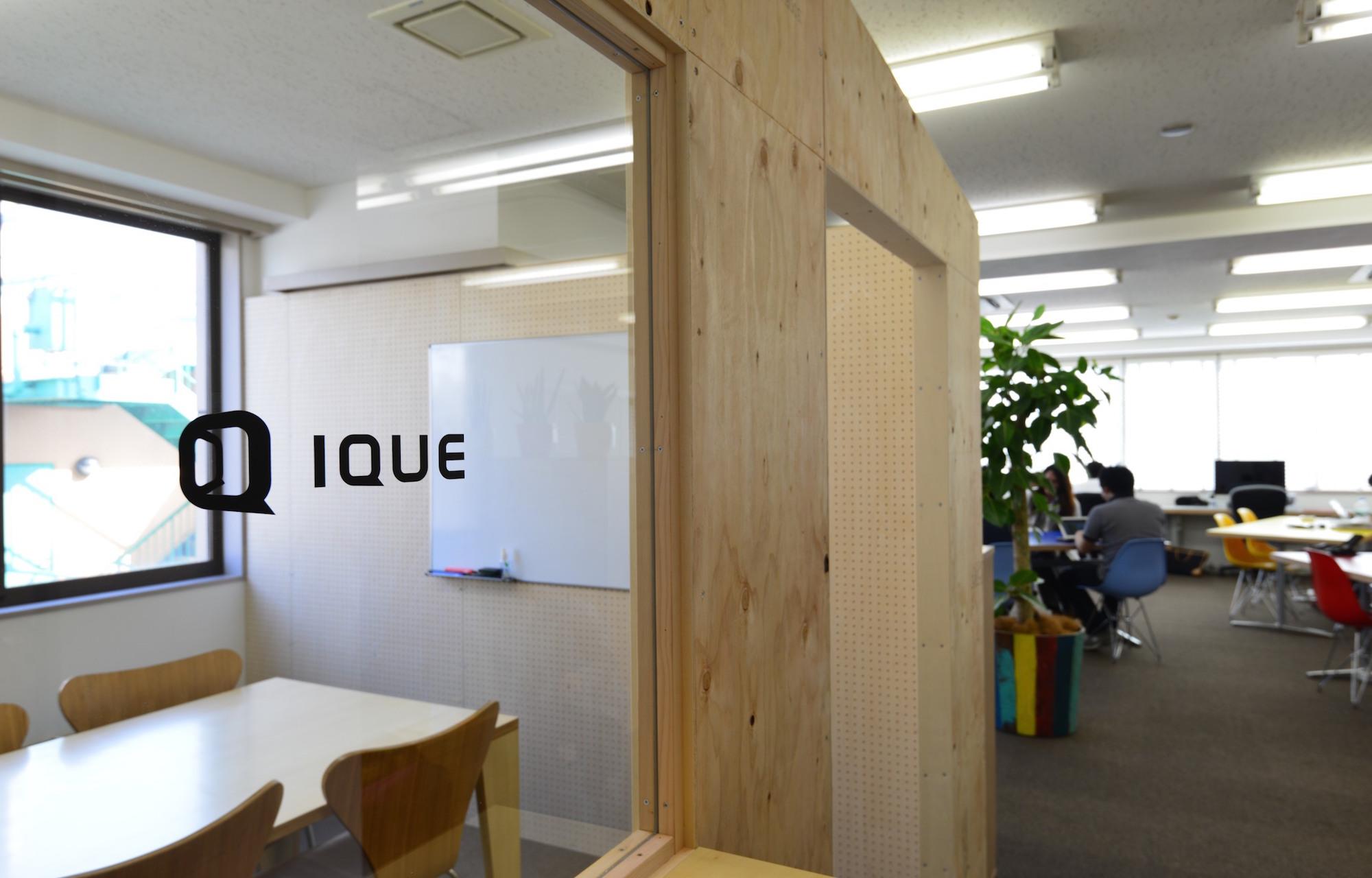 アイキュー株式会社 Entrance デザイン・レイアウト事例