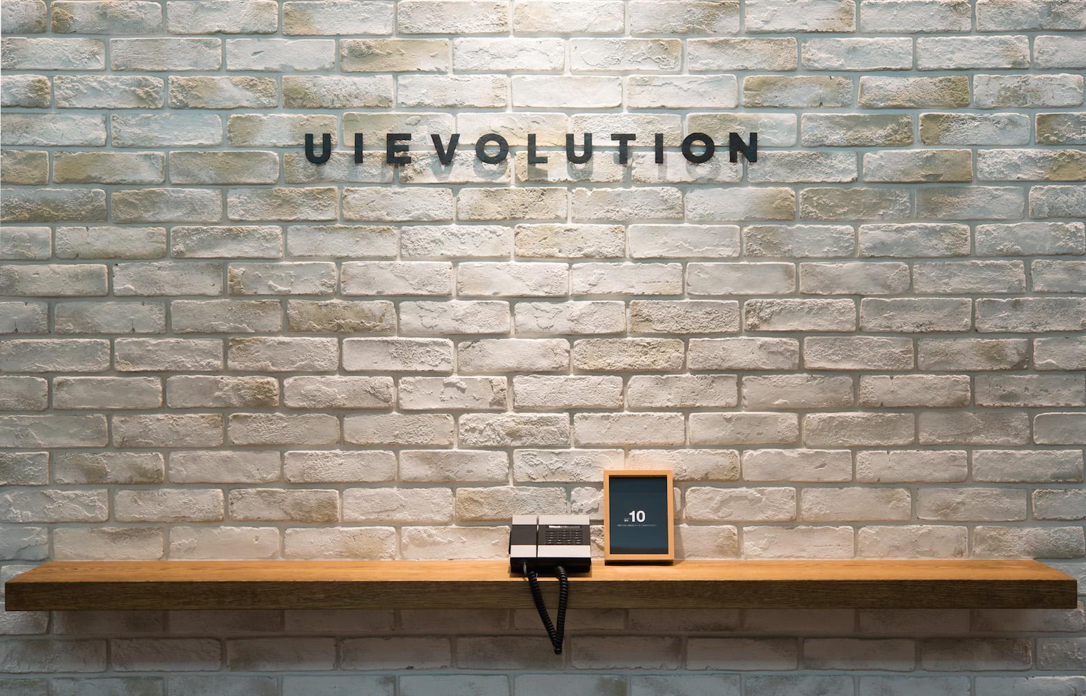 UIEvolution株式会社 vol.1 Entrance_2 デザイン・レイアウト事例