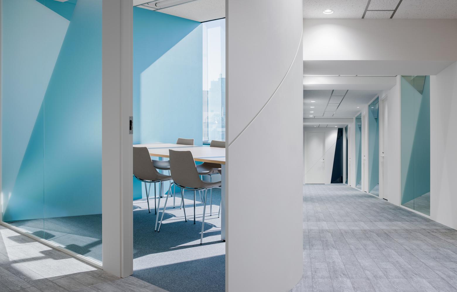 株式会社ユーコム Meeting Room_3 & Corridor_2 デザイン・レイアウト事例