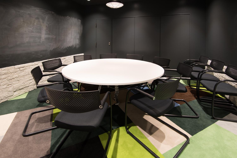 株式会社サイバー・バズ Meeting Room デザイン・レイアウト事例