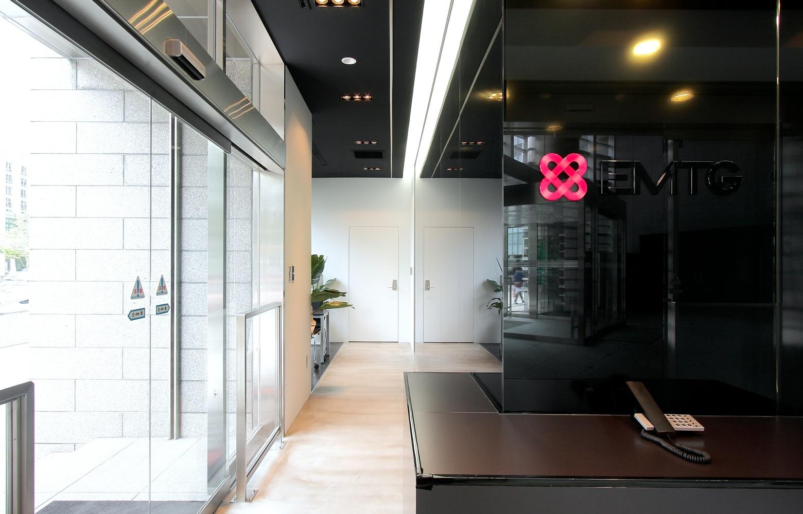 EMTG株式会社 Entrance_2 デザイン・レイアウト事例