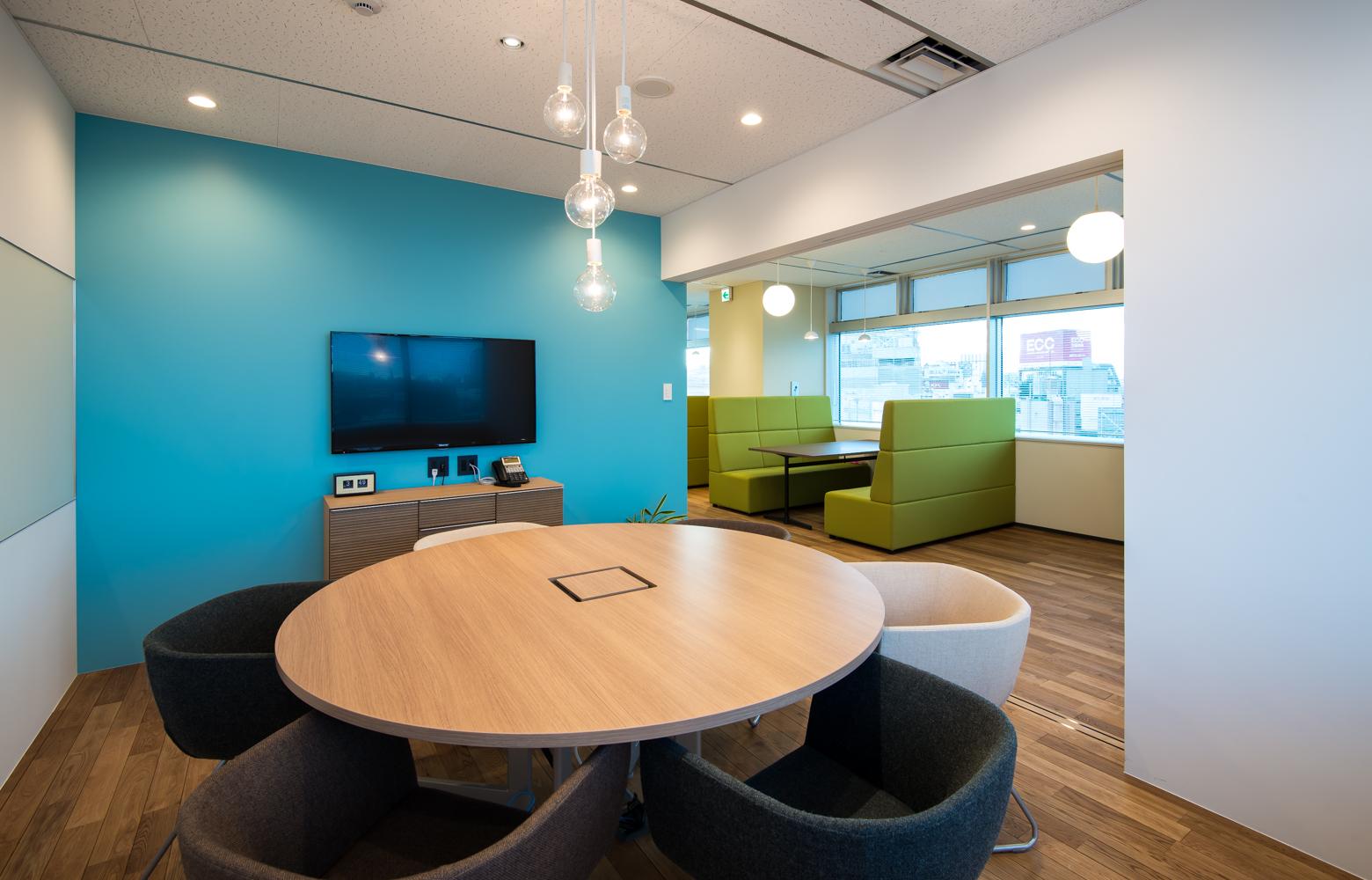 株式会社かいはつマネジメント・コンサルティング Meeting Room Open デザイン・レイアウト事例