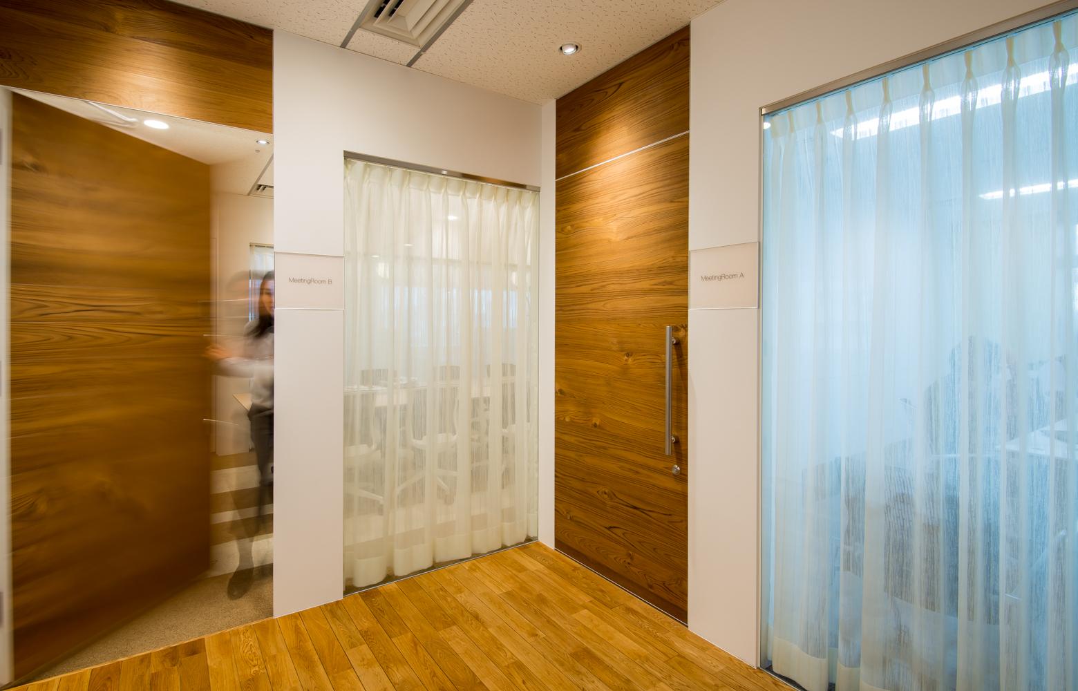 株式会社かいはつマネジメント・コンサルティング Meeting Room Door デザイン・レイアウト事例
