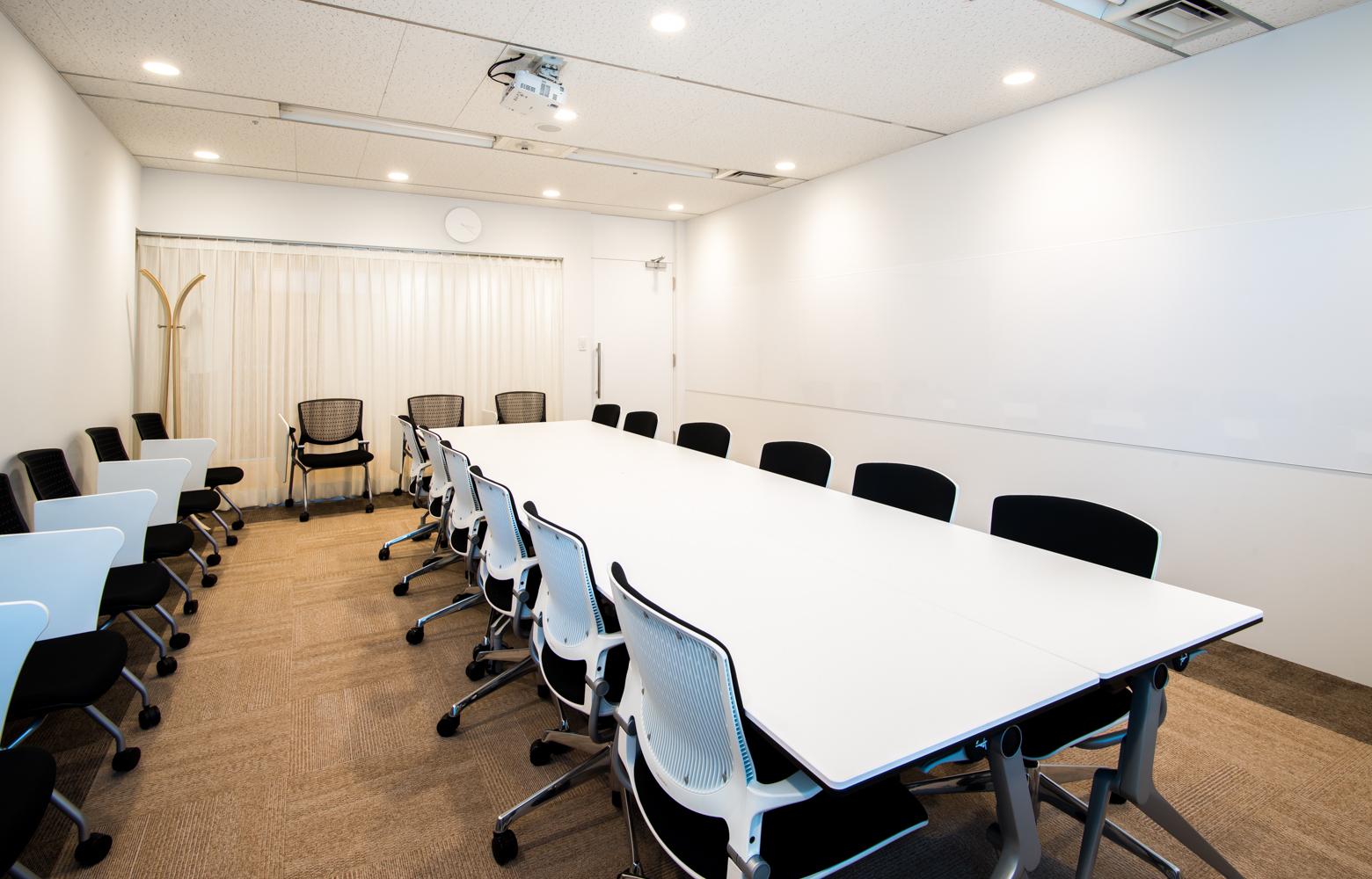 株式会社かいはつマネジメント・コンサルティング Meeting Room_3 デザイン・レイアウト事例