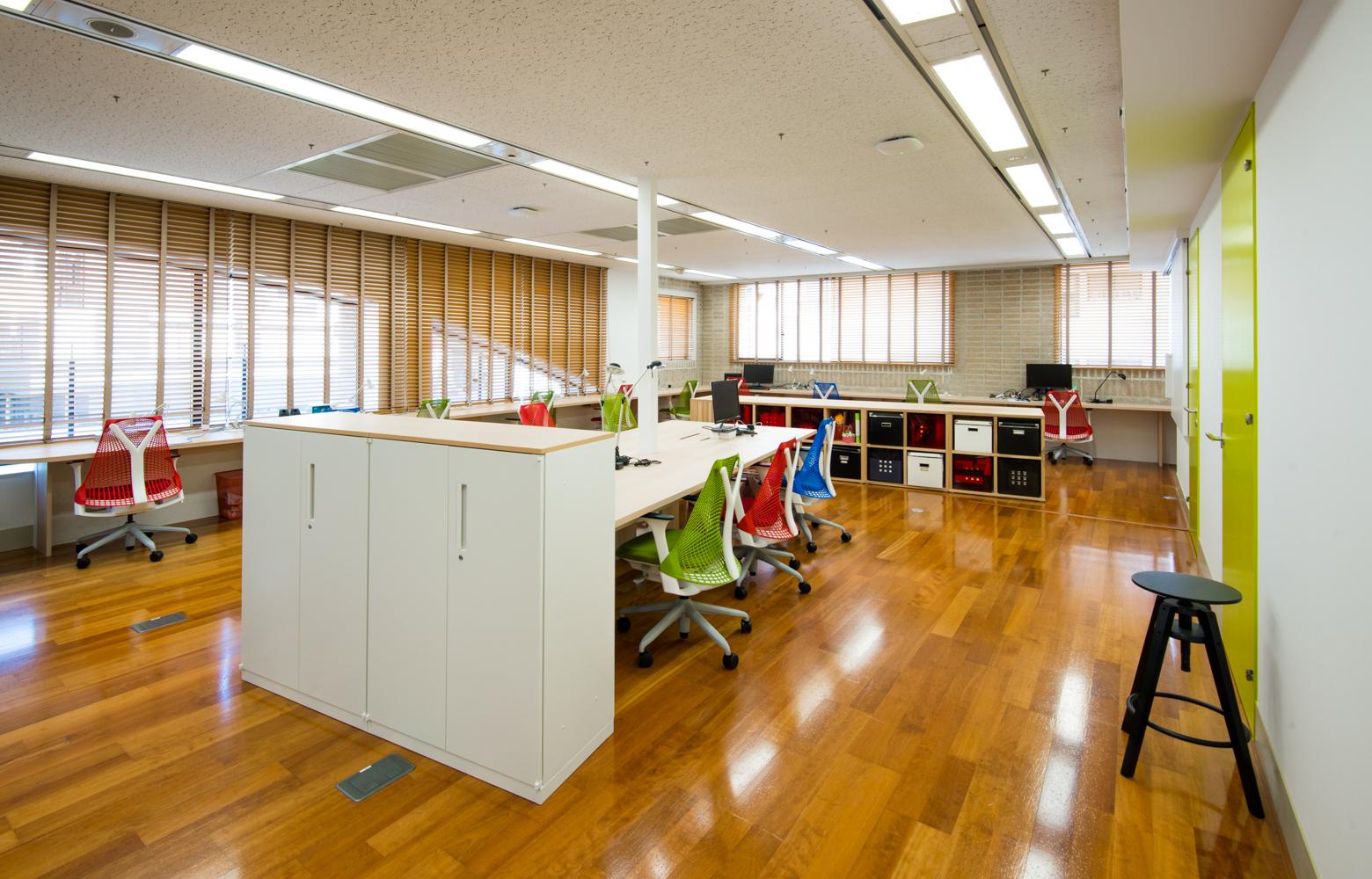 サイズミック・テクノロジーズ株式会社 Work Space_2 デザイン・レイアウト事例