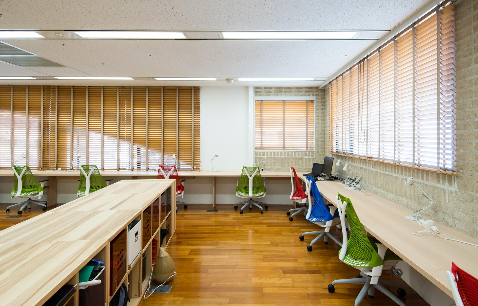 サイズミック・テクノロジーズ株式会社 Work Space_3 デザイン・レイアウト事例