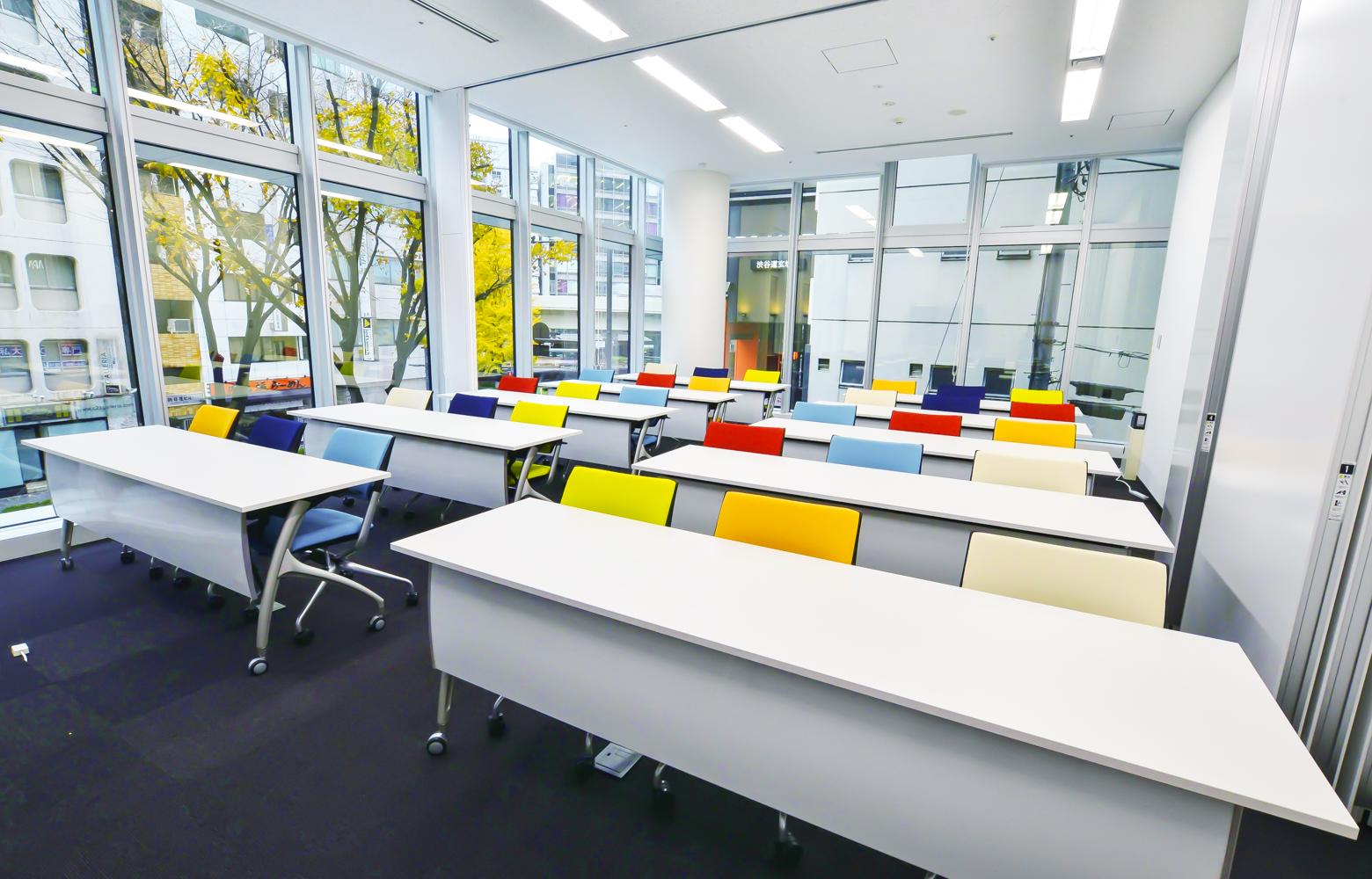 株式会社マイクロアド Seminar Room デザイン・レイアウト事例