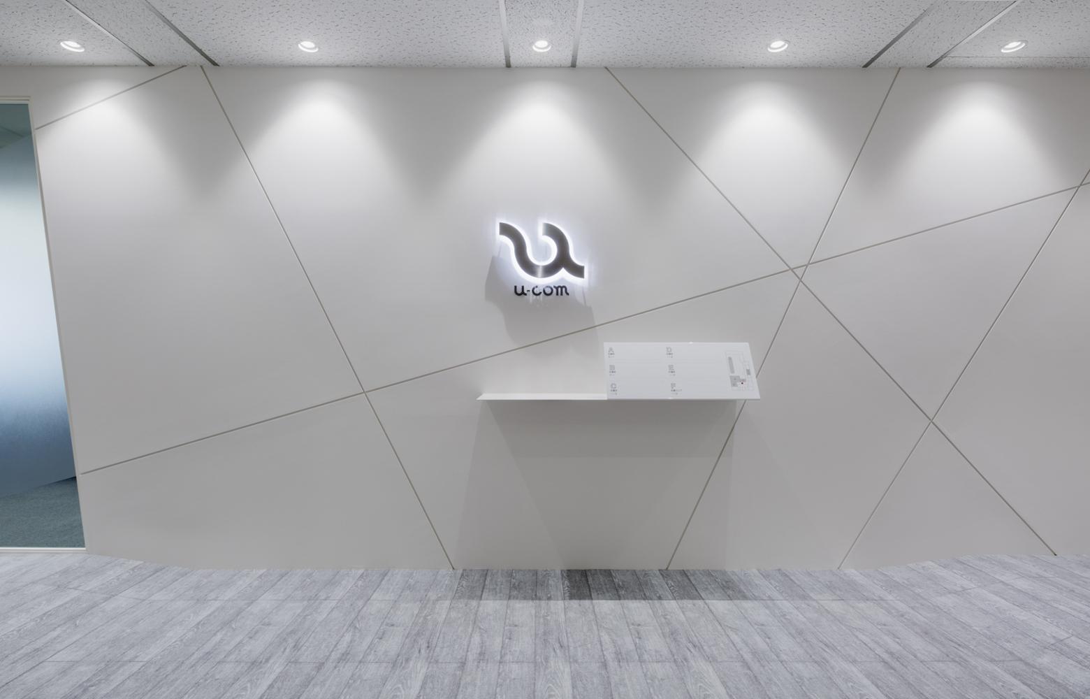 株式会社ユーコム Entrance_3 デザイン・レイアウト事例