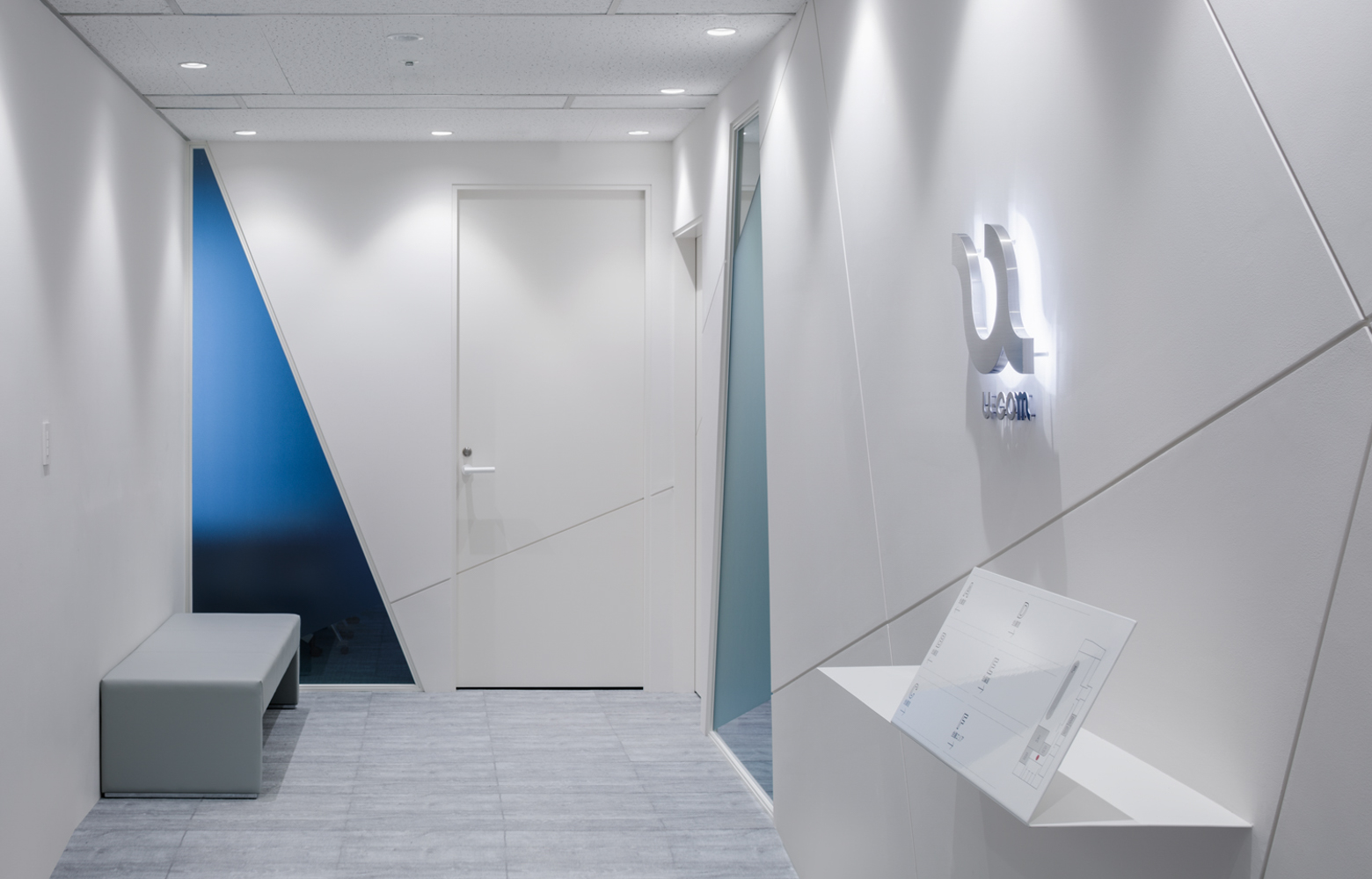 株式会社ユーコム Entrance_2 デザイン・レイアウト事例