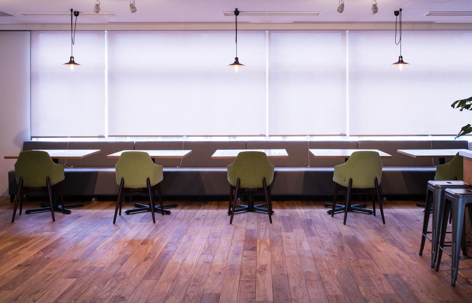 UIEvolution株式会社 vol.2 Table & Chair デザイン・レイアウト事例