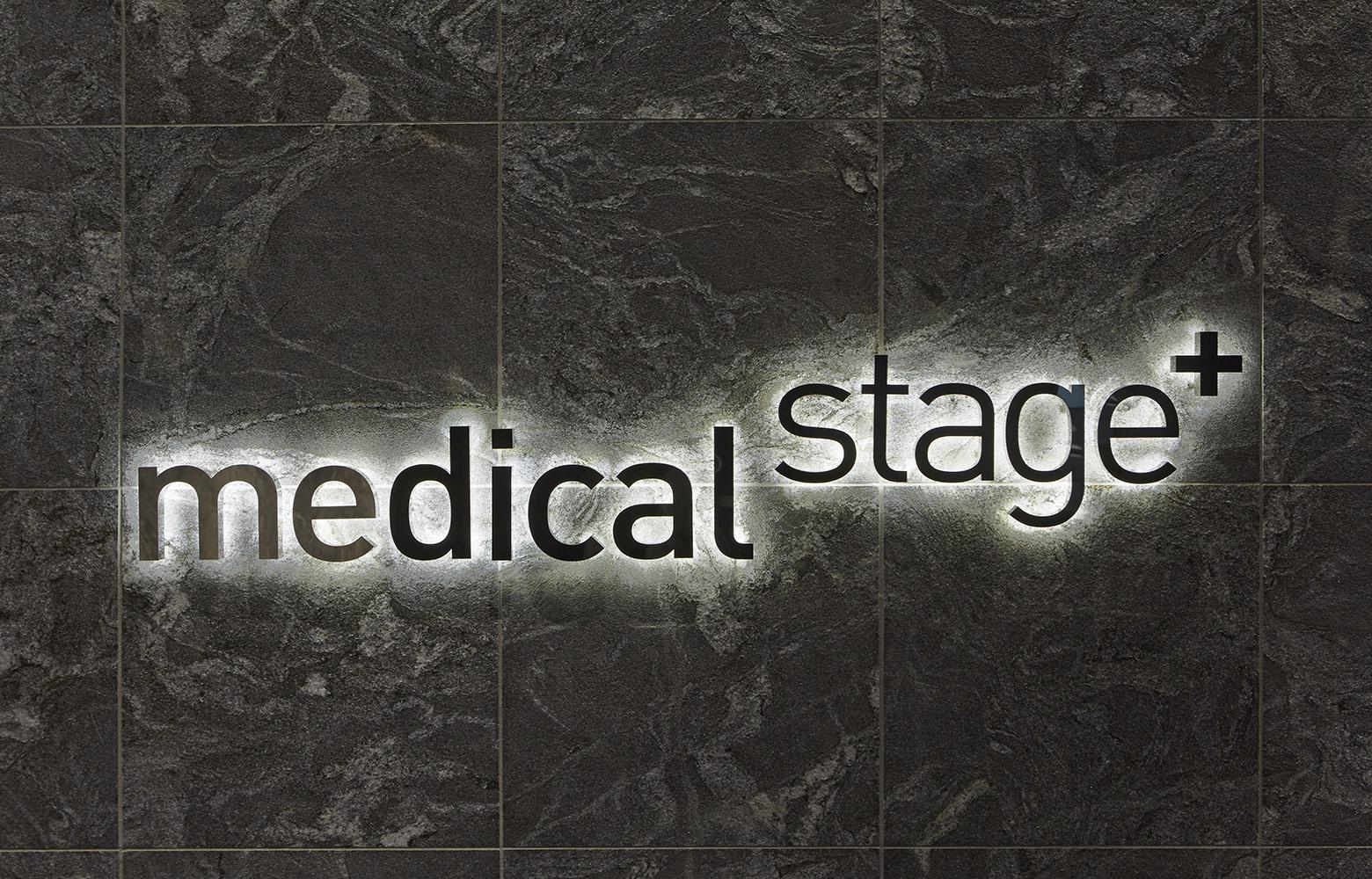 株式会社メディカル・ステージエントランスサイン・標識
