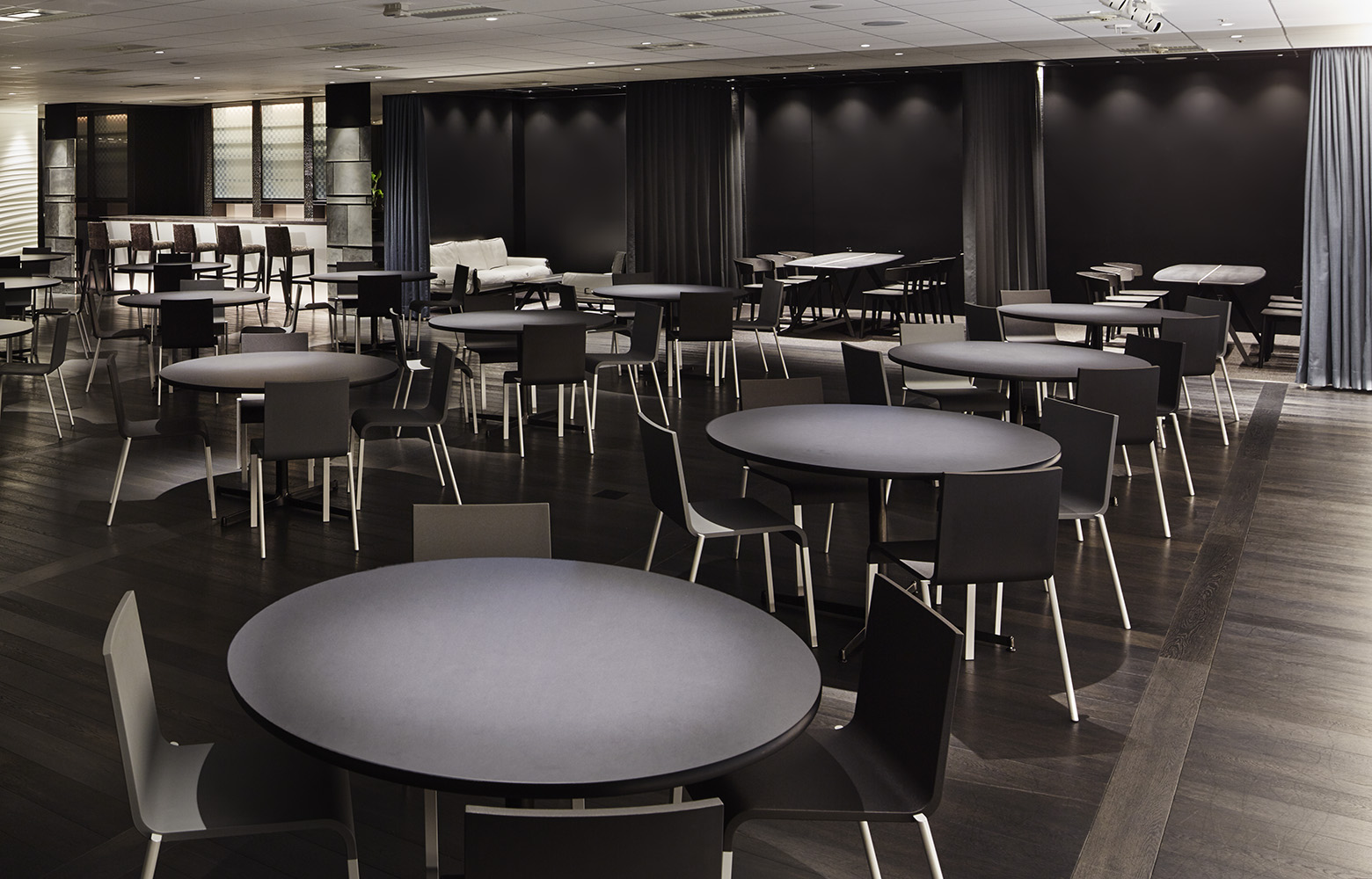 株式会社ベクトル Studio Lounge_4 デザイン・レイアウト事例