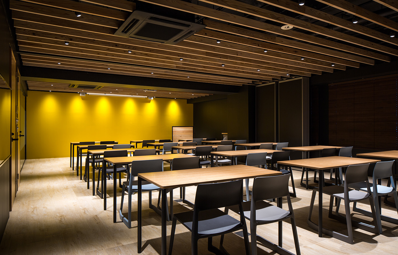 Secret Office Theater Room デザイン・レイアウト事例