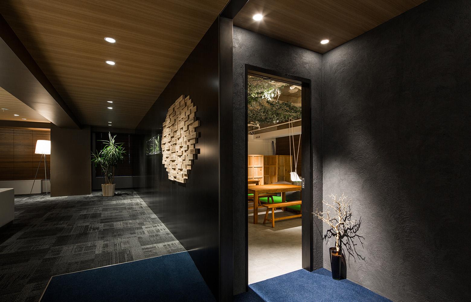 Secret Office Refresh Room Entrance デザイン・レイアウト事例