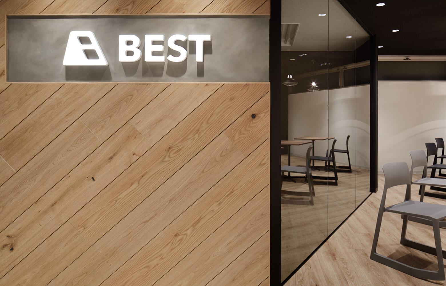 BEST株式会社 Entrance デザイン・レイアウト事例