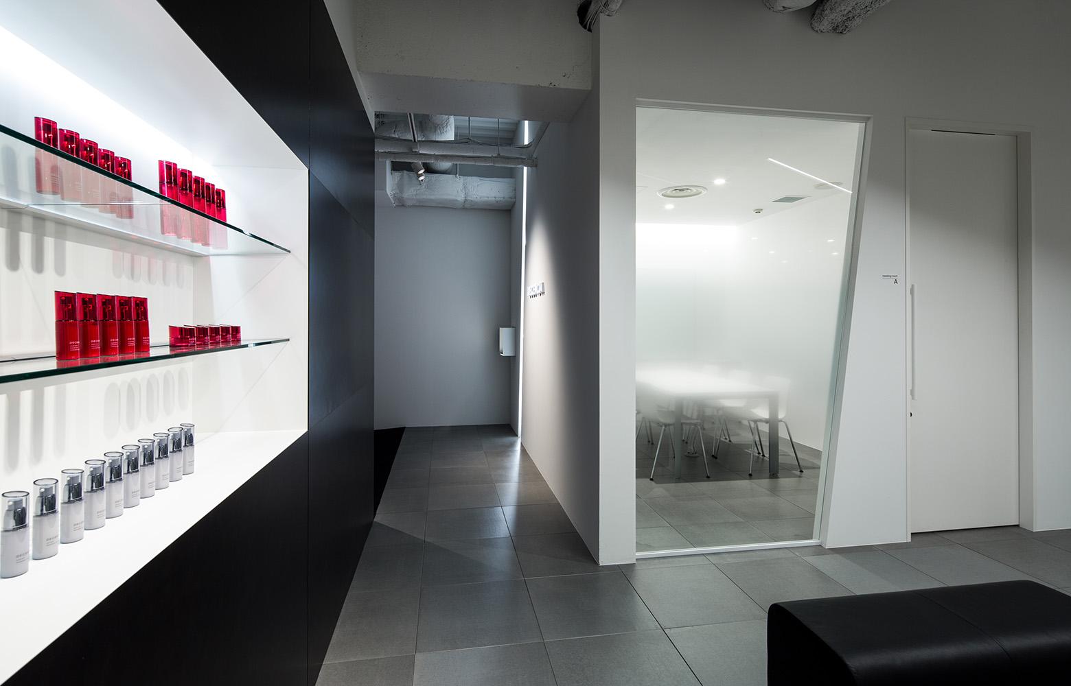 株式会社DECENCIA Brand Display デザイン・レイアウト事例