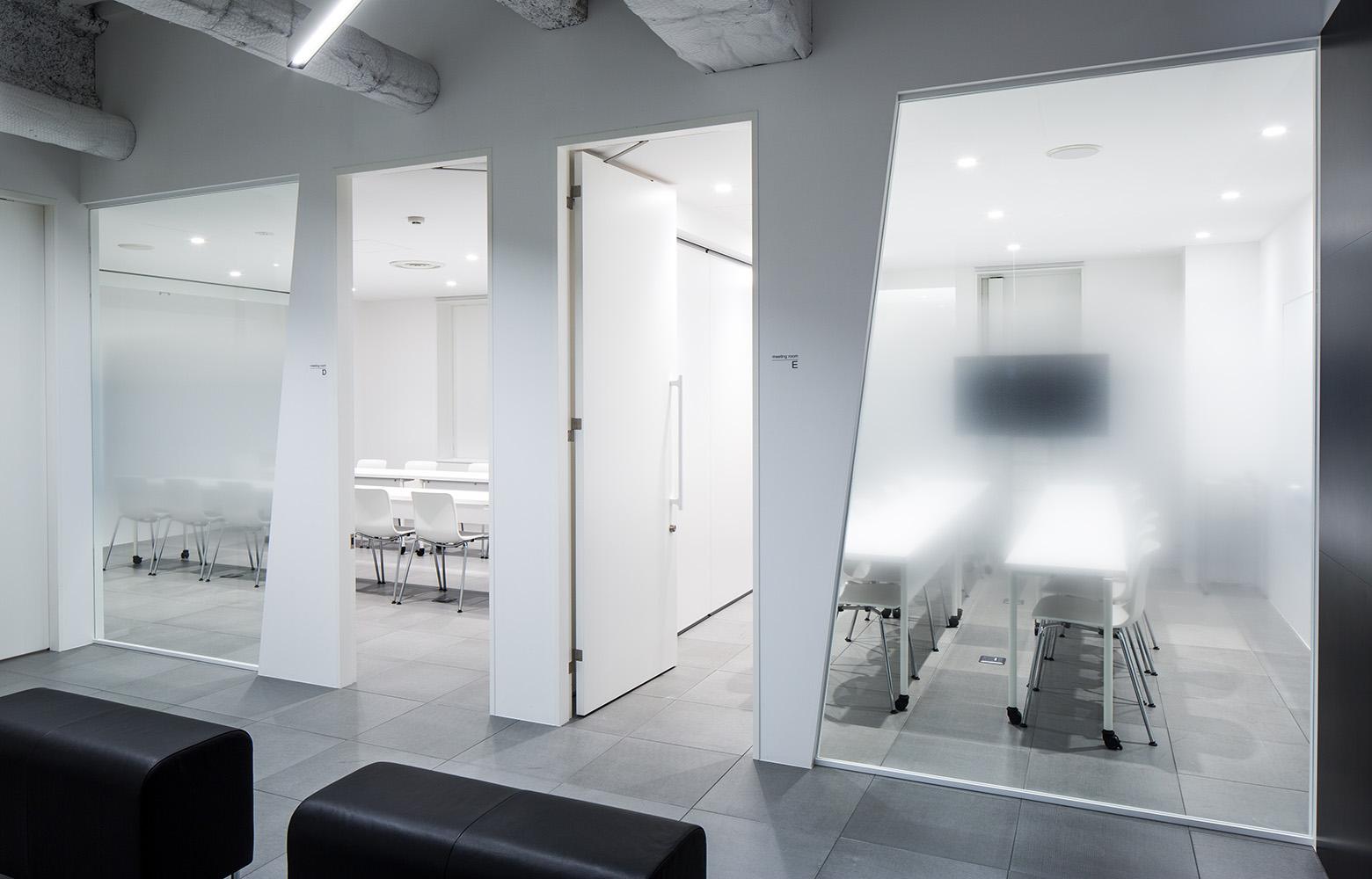 株式会社DECENCIA Meeting Room_2 デザイン・レイアウト事例