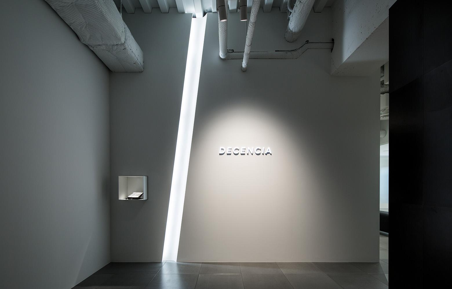 株式会社DECENCIA Entrance デザイン・レイアウト事例