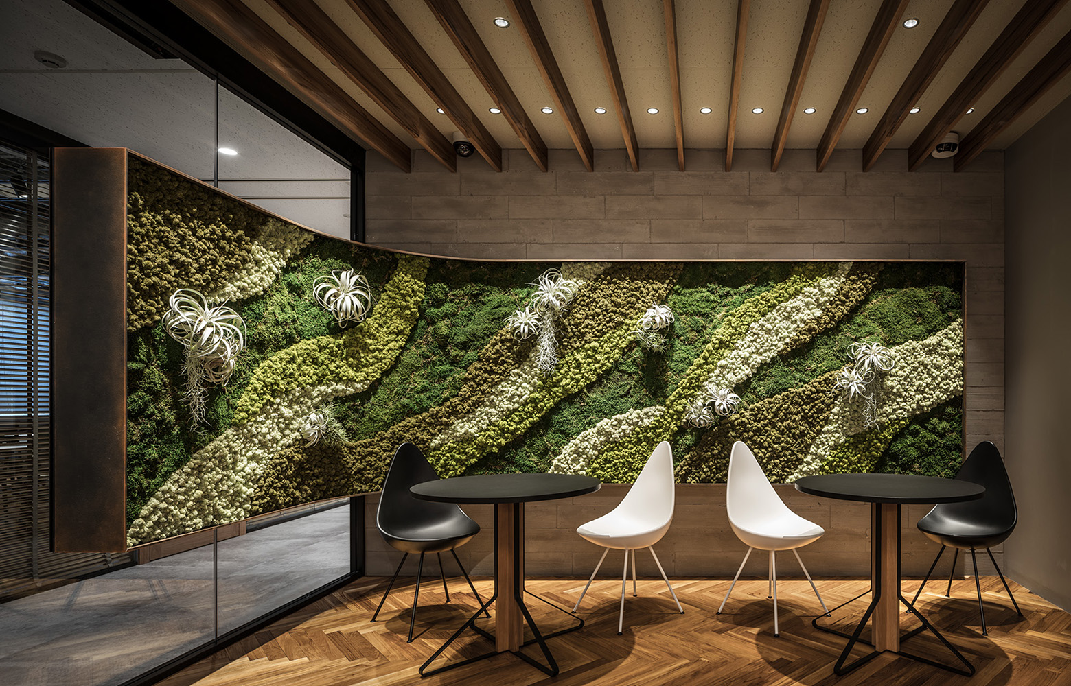 株式会社日本ワークス Green Wall & Waiting Space デザイン・レイアウト事例