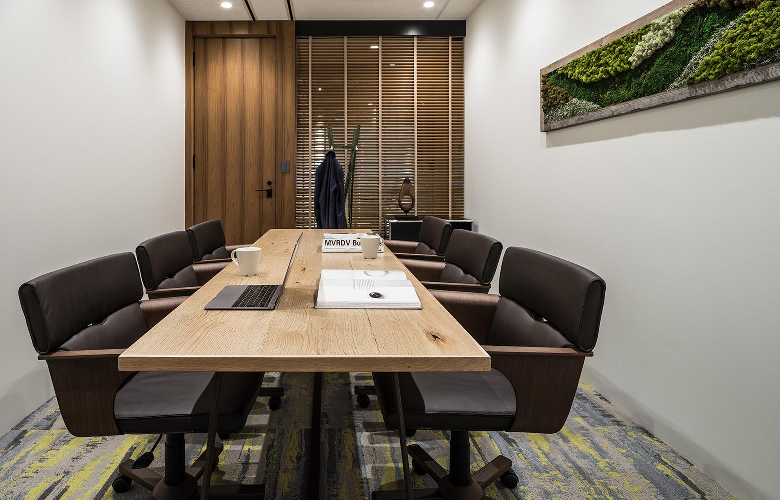 株式会社日本ワークス Meeting Room_2 デザイン・レイアウト事例
