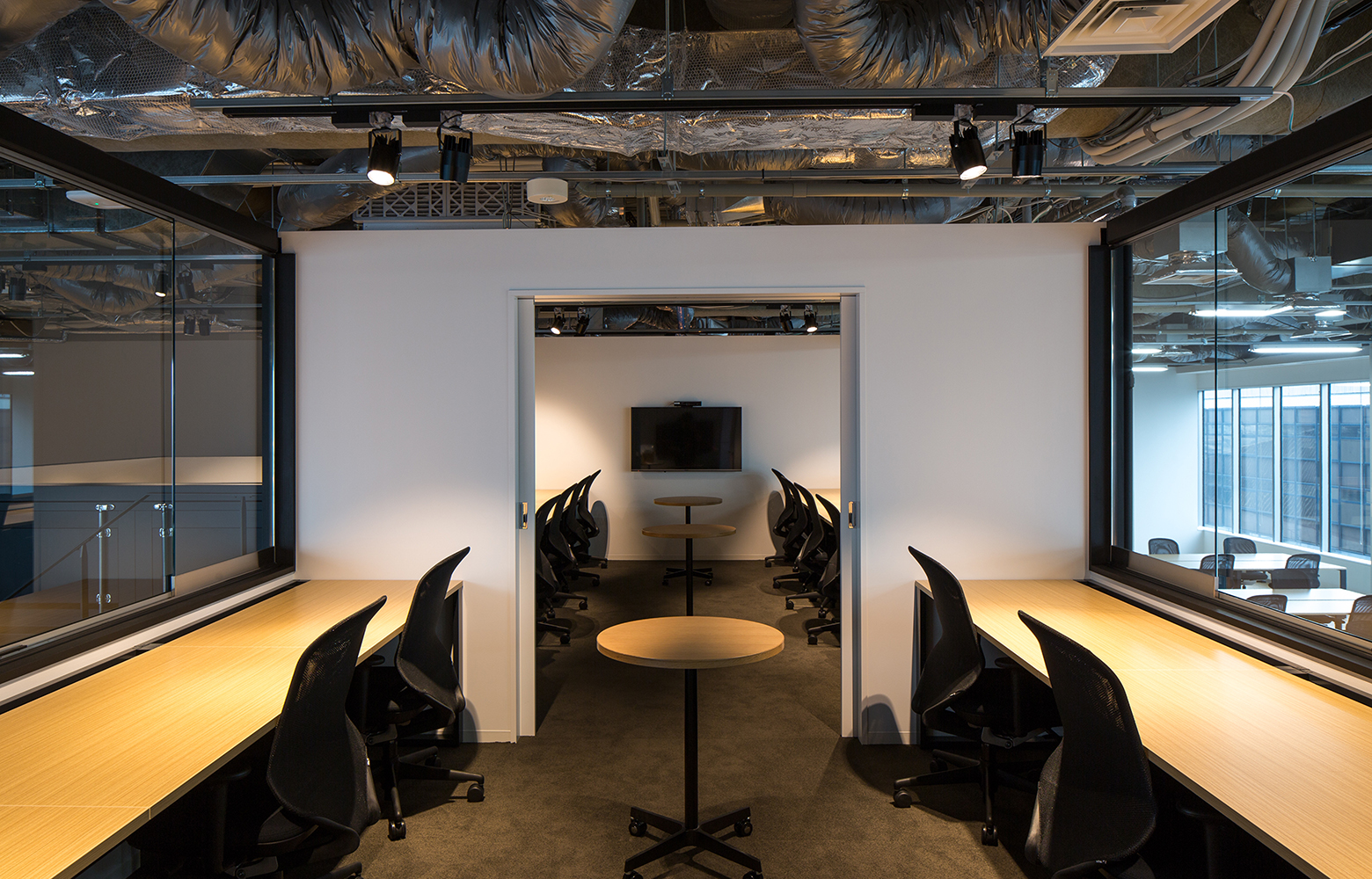 KLab株式会社 ( Laboratory Office ) Project Room デザイン・レイアウト事例
