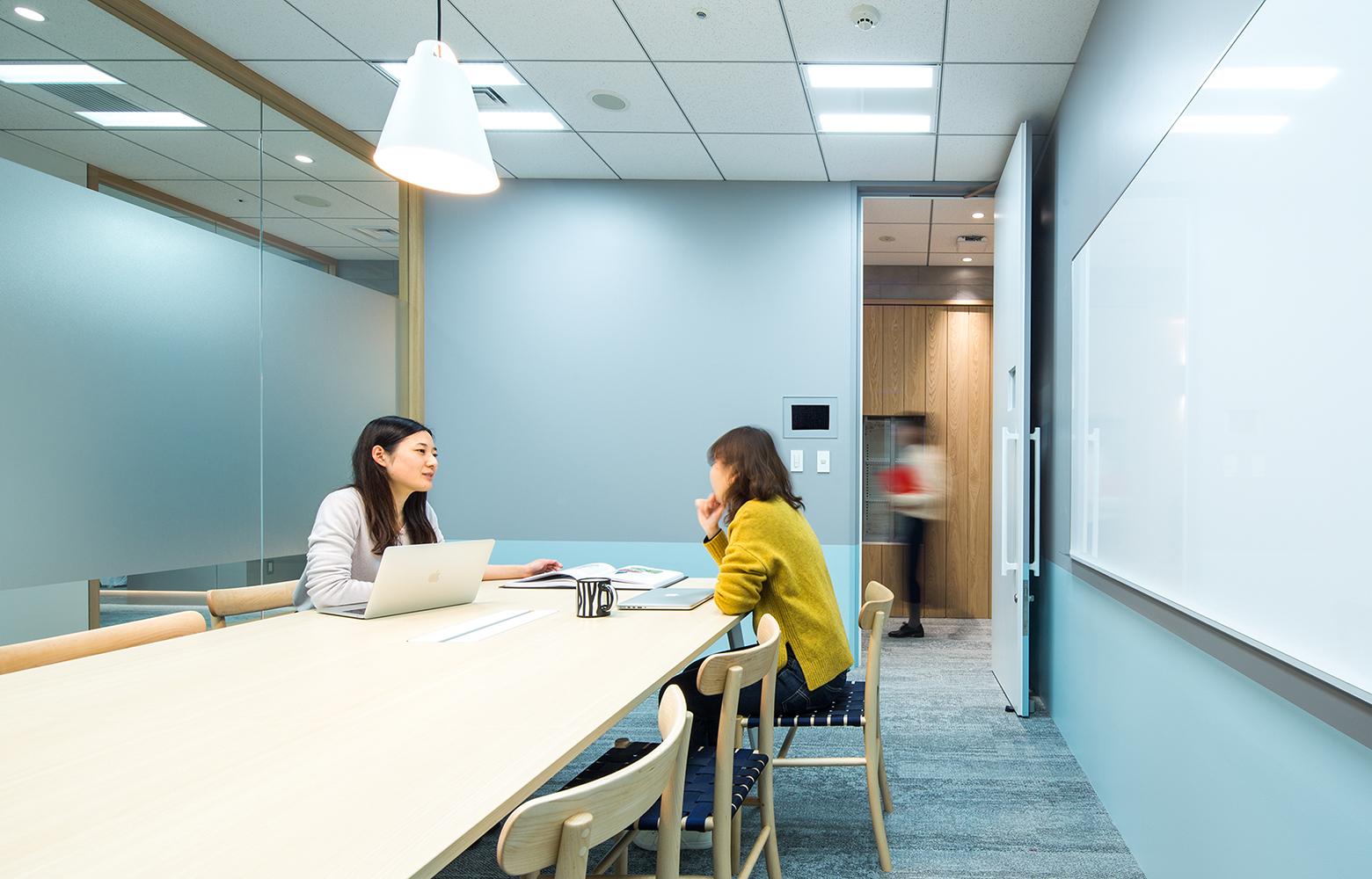 KLab株式会社 Roppongi Office Meeting Room デザイン・レイアウト事例