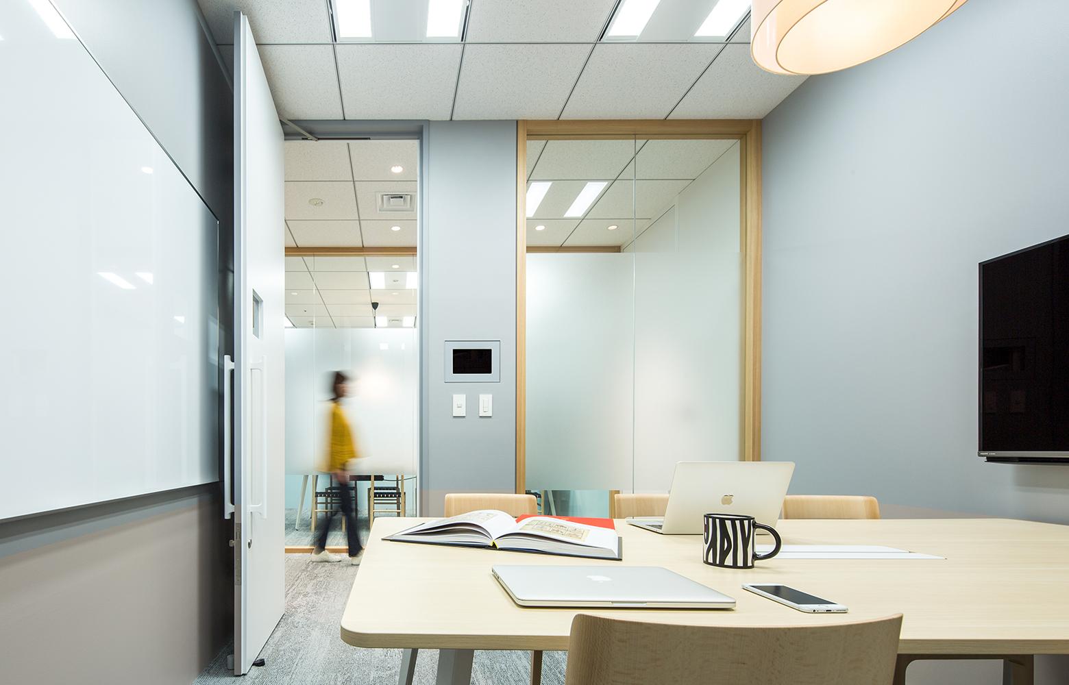 KLab株式会社 Roppongi Office Meeting Room_2 デザイン・レイアウト事例
