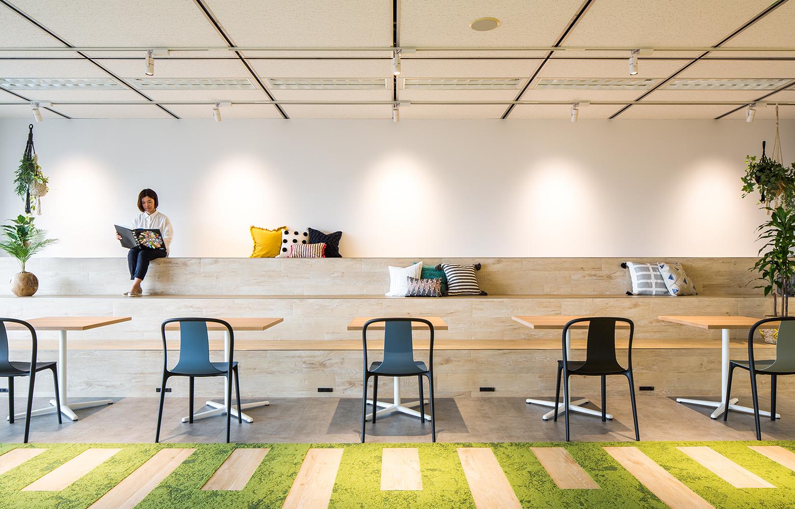 日本電信電話株式会社 横須賀研究開発センタ Original Bench デザイン・レイアウト事例