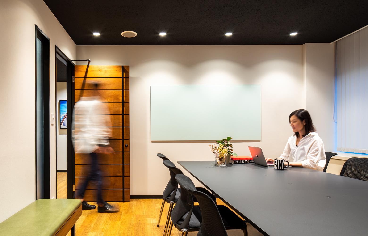 ロブソン株式会社 Meeting Room_3 デザイン・レイアウト事例