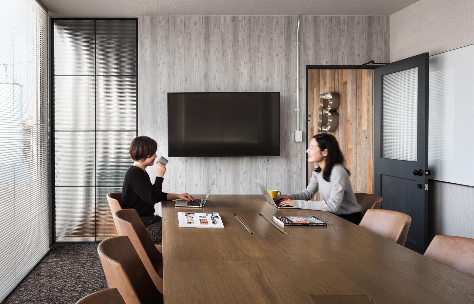 ベイラインエクスプレス株式会社 Meeting Room デザイン・レイアウト事例