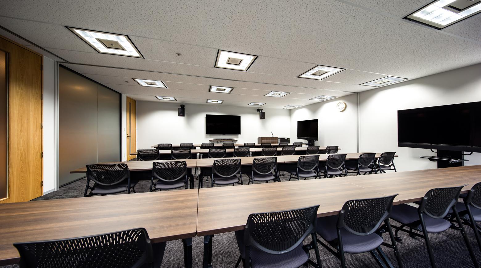 株式会社NTTぷらら Seminar Room デザイン・レイアウト事例