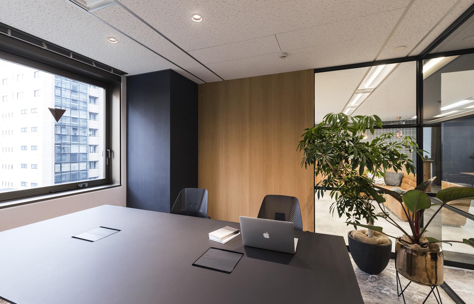 株式会社バズったー Meeting Room_2 デザイン・レイアウト事例