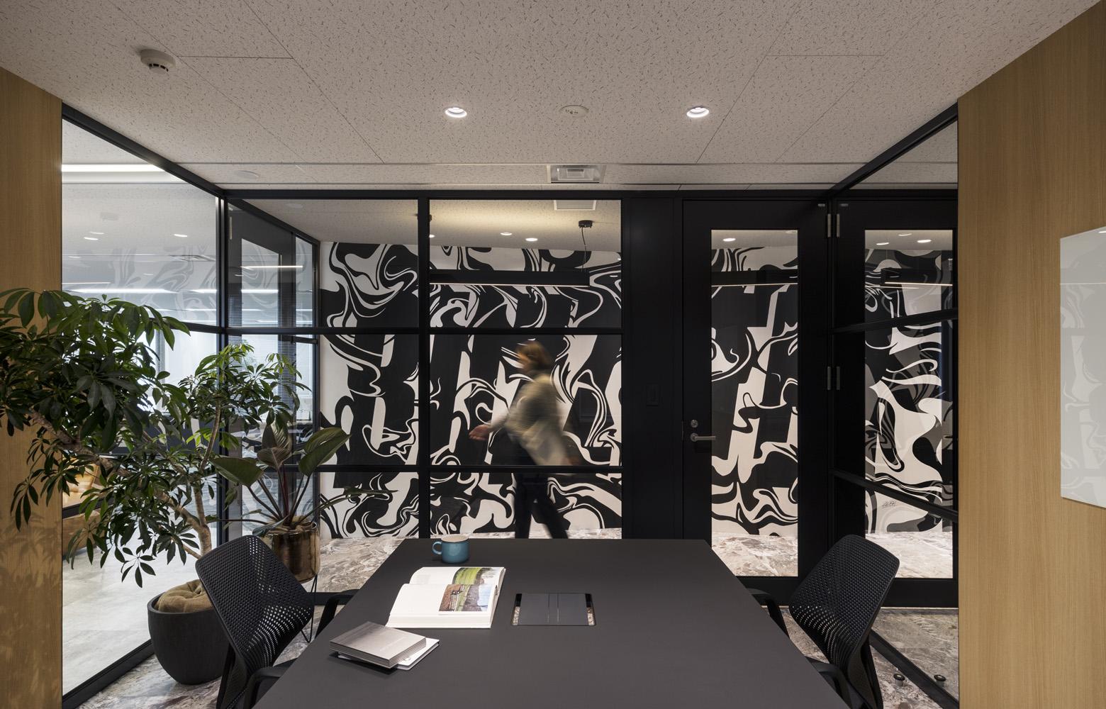 株式会社バズったー Meeting Room デザイン・レイアウト事例