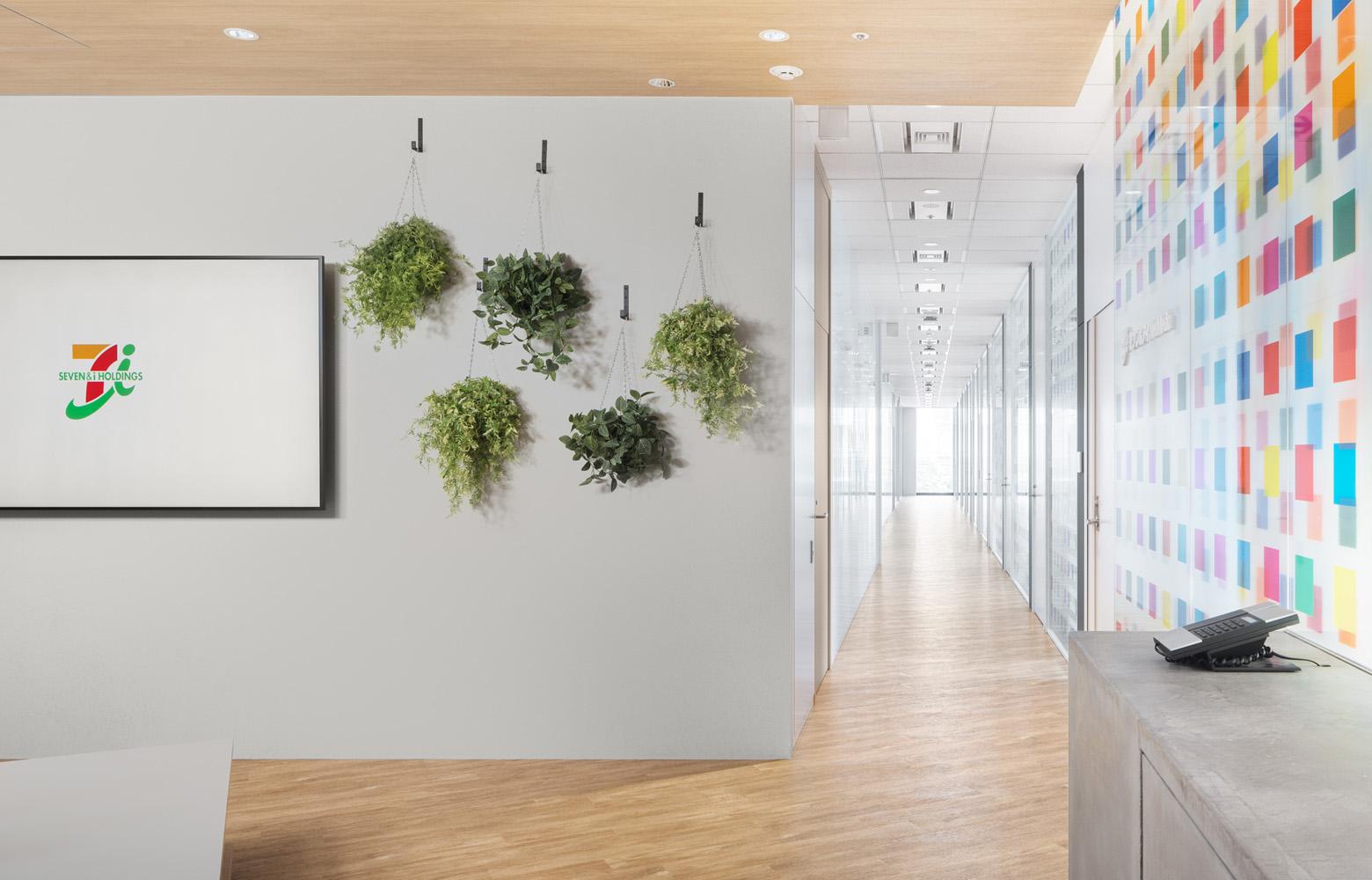 株式会社セブン&アイ・ネットメディア Entrance_Meeting Area デザイン・レイアウト事例