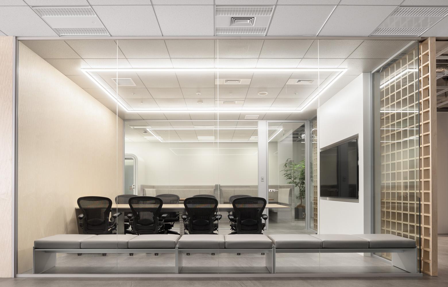 京未来株式会社 Meeting Room デザイン・レイアウト事例