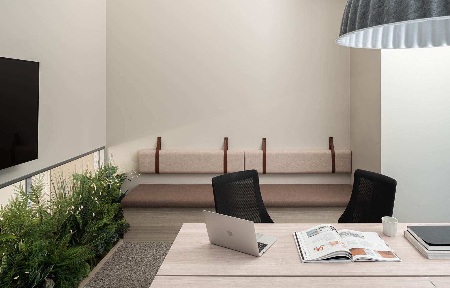 日本成長投資アライアンス株式会社 Meeting Room_2 デザイン・レイアウト事例