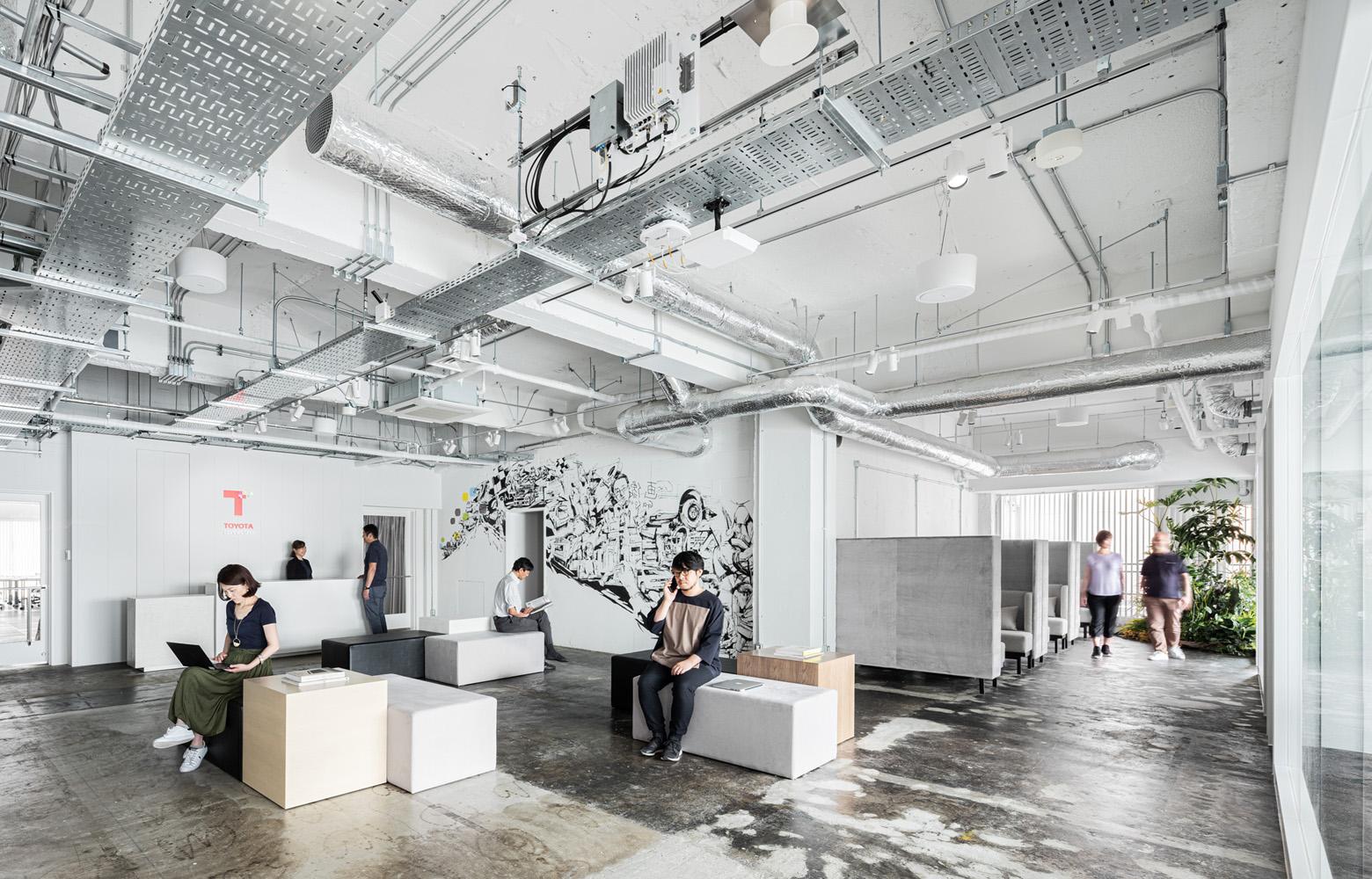 トヨタコネクティッド株式会社 Entrance Lounge デザイン・レイアウト事例