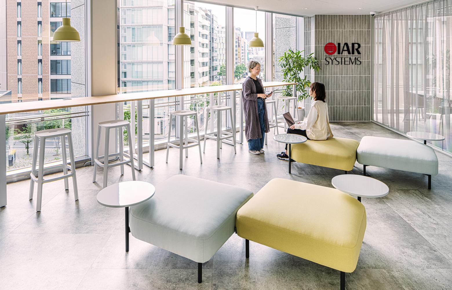 IARシステムズ株式会社 Entrance Lounge デザイン・レイアウト事例